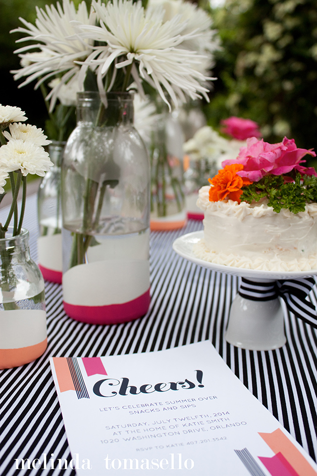 Loving this pink, orange, black and white table decor! Link includes free printable invitation template.