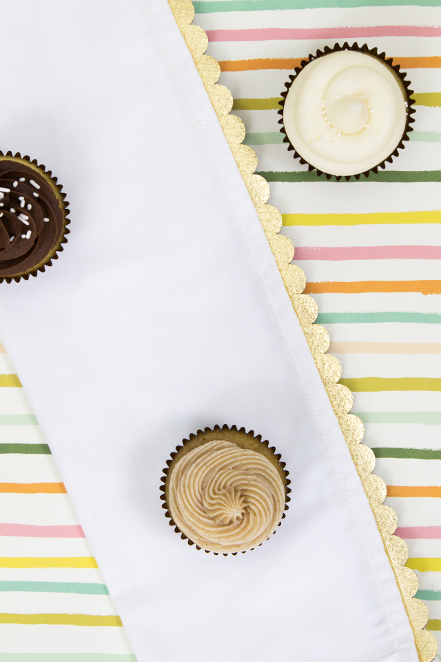 I can't get enough gold in my home! Can't wait to make a set of gold scalloped cloth napkins to use for special occasions.