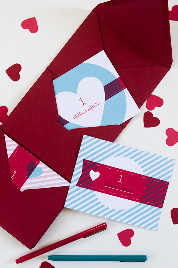 Print out these free love coupons for your sweetie this Valentine's Day. Click through for download and video tutorial on how to make the accordion folder.