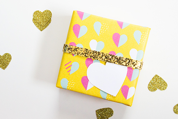 This printable heart gift wrap is just so cute!