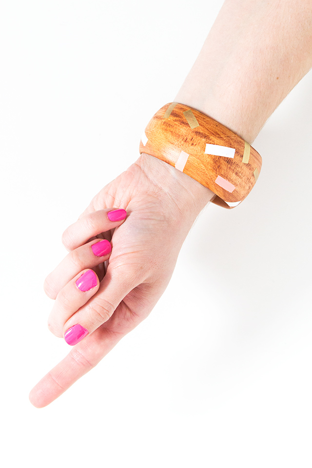 I adore this DIY painted wood bangle. Can't wait to make a set! (click through for full tutorial)