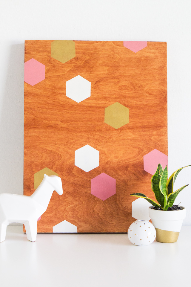 Making your own statement wall art piece is easy! Follow this simple tutorial to make your own geometric wall art.