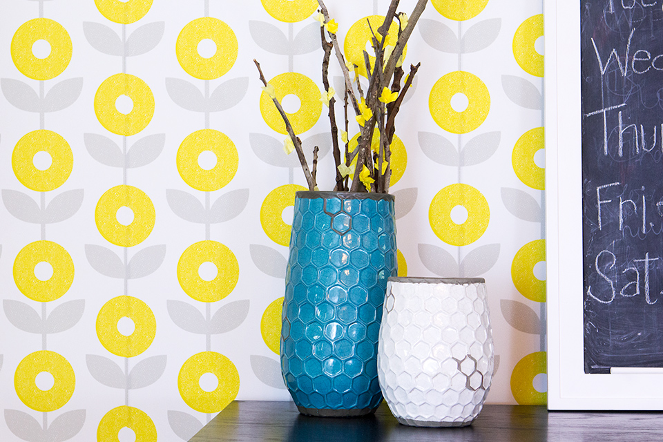 Love how cheerful and bright this modern floral removable wallpaper is. Such a cute idea for a statement wall.