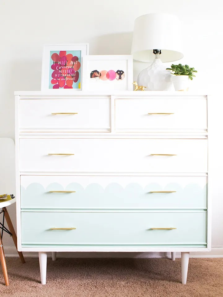 Loving this mint green scalloped dresser! Click through for step-by-step tutorial on how to create your own scalloped tallboy dresser.