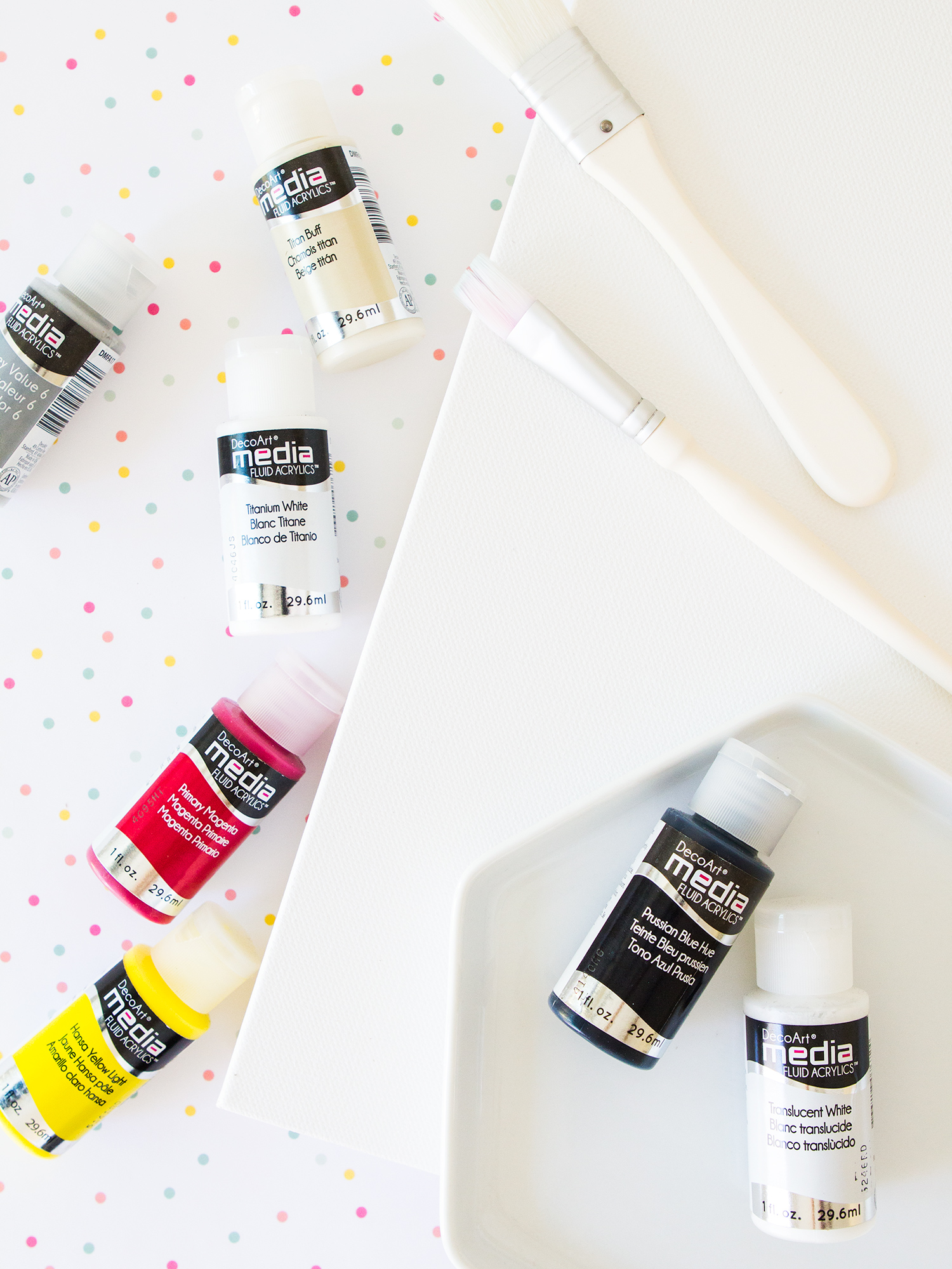 Create your own abstract wall art with this easy to follow tutorial using DecoArt Media. (Click through to see the process video!)
