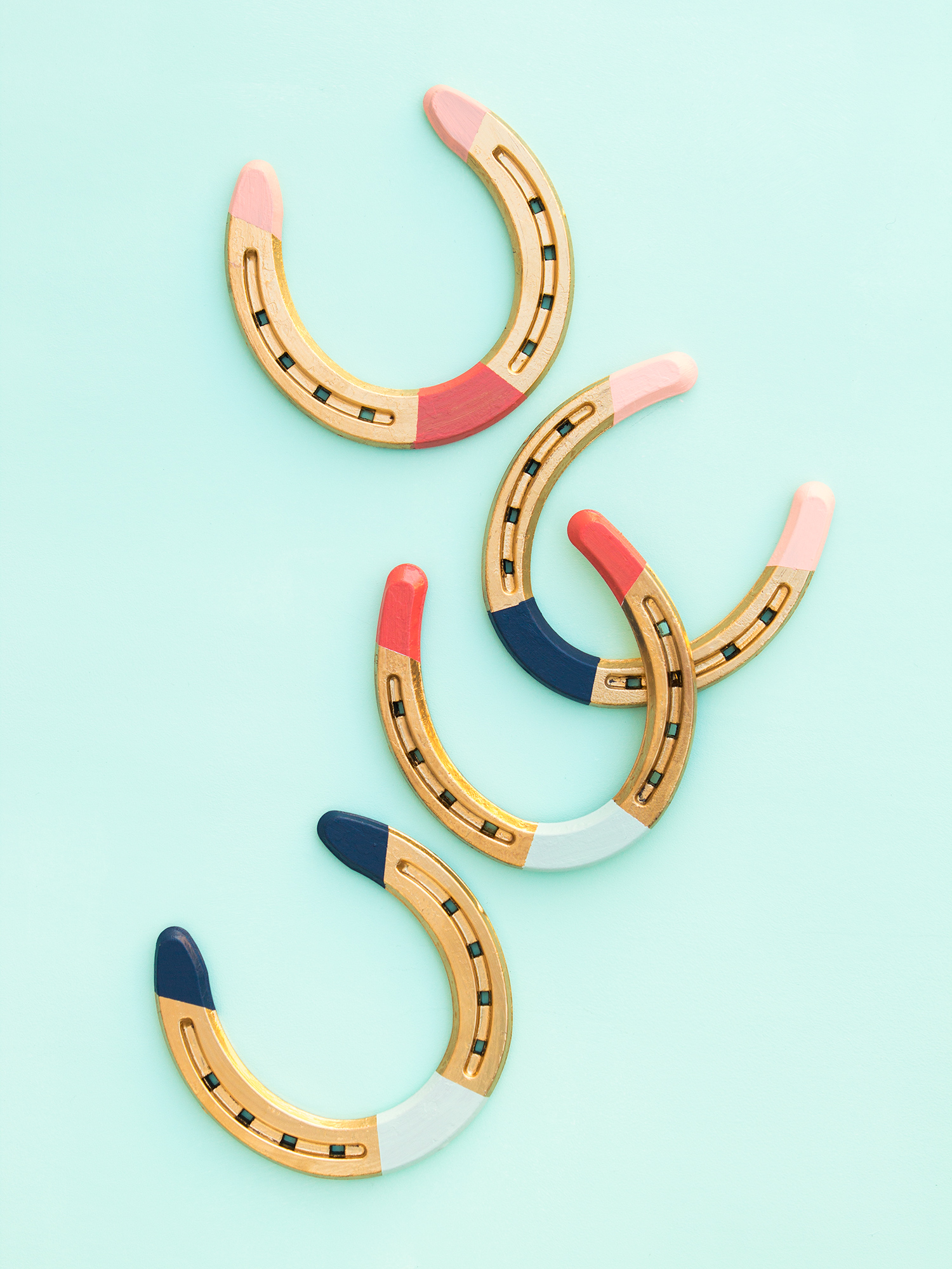 All you need is some paint to create these gorgeous gilded, colorbocked horseshoes. (Click through to see video tutorial)