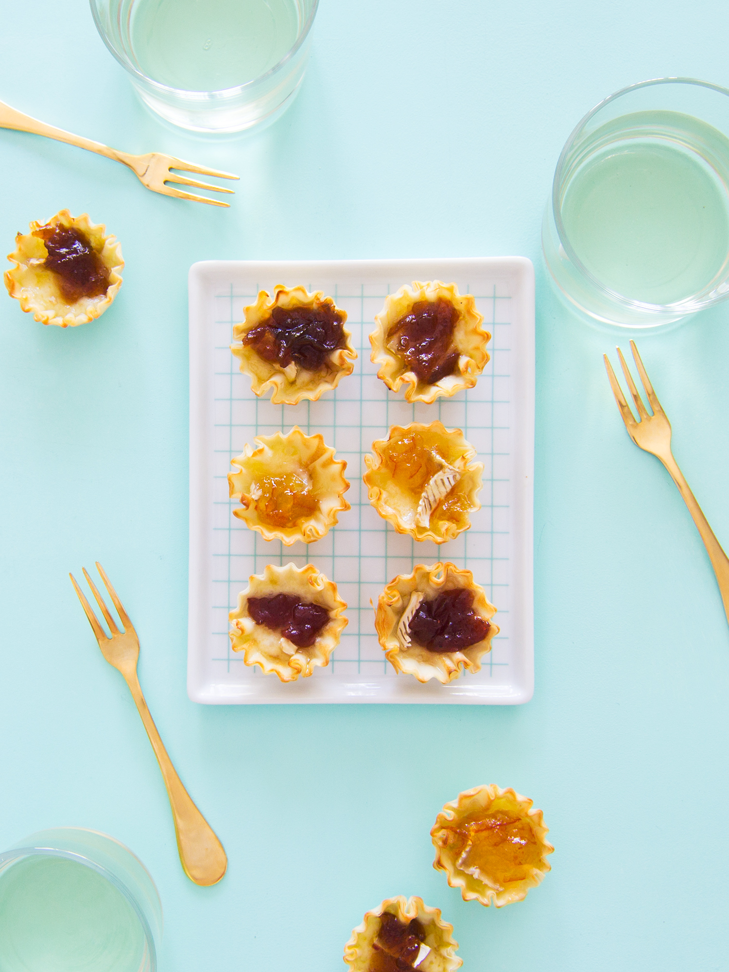 Make these sweet and savory baked brie cheese bites in minutes!