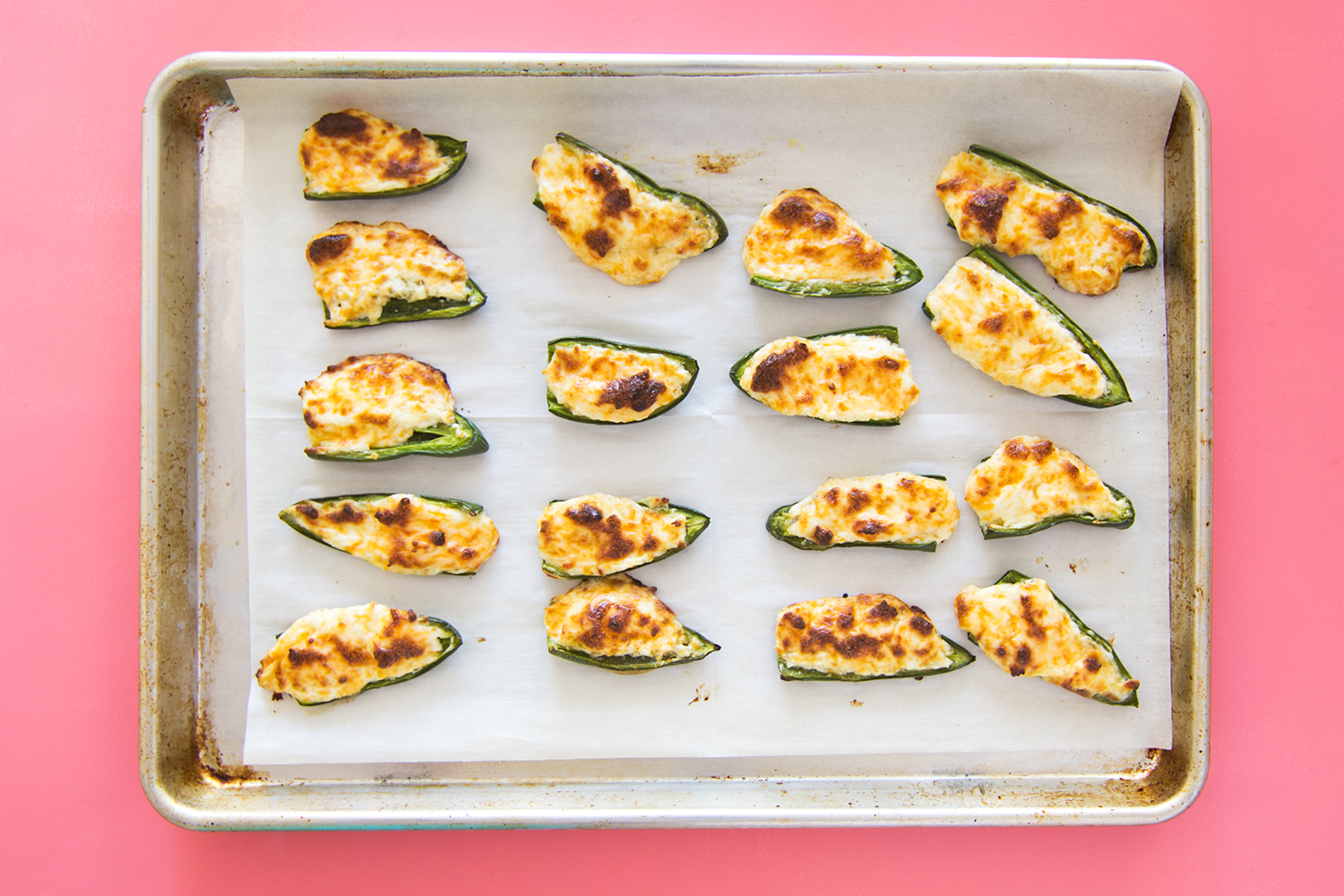 Serve these easy cheesy baked jalapeño poppers at your Super Bowl party or any time you need to make an appetizer in 20 minutes! (Click through for video recipe)