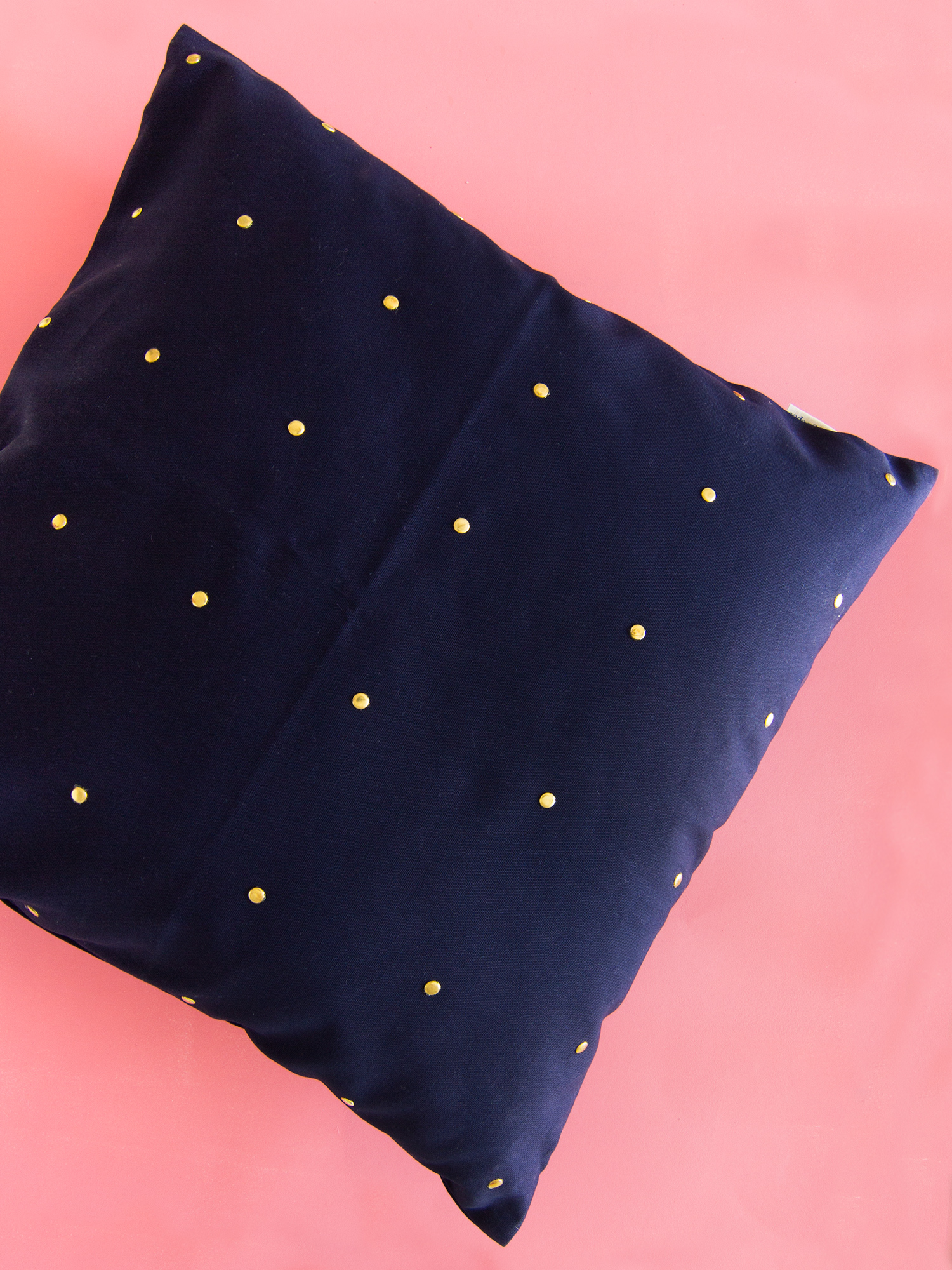 Give a plain pillow cover an update in minutes! (Click through for the step by step video tutorial)