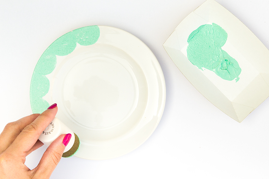 Create your own set of pretty scalloped edge plates using glass paint and a foam pouncer.