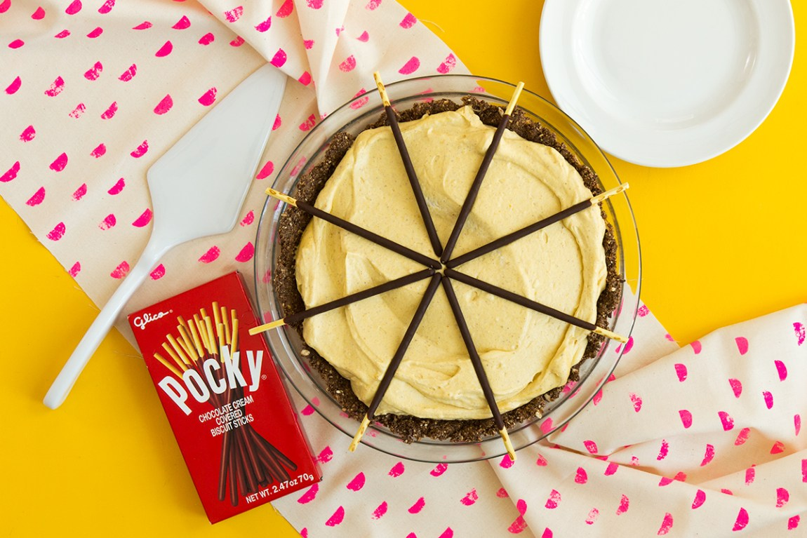 Looking for a new dessert to try this Thanksgiving? You're going to love this @Pocky pumpkin cream pie!