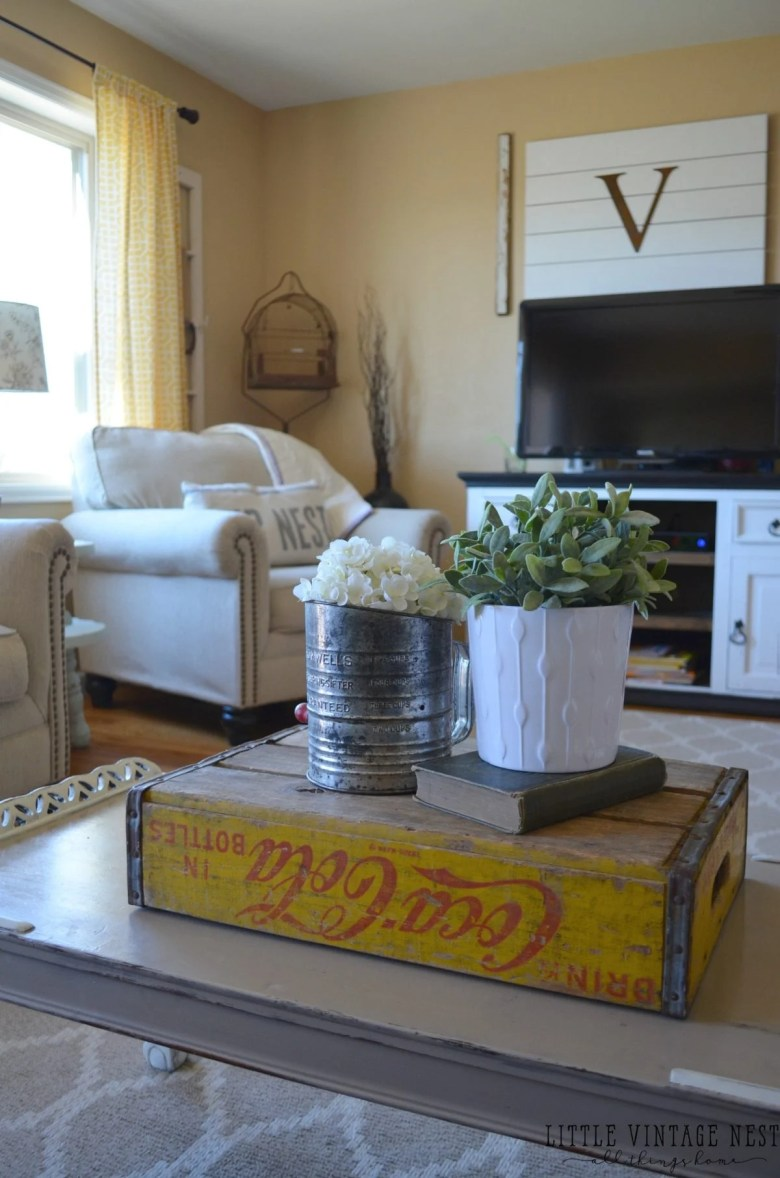 10 Way to Get Farmhouse Style in Your Home: Old Coke Crate