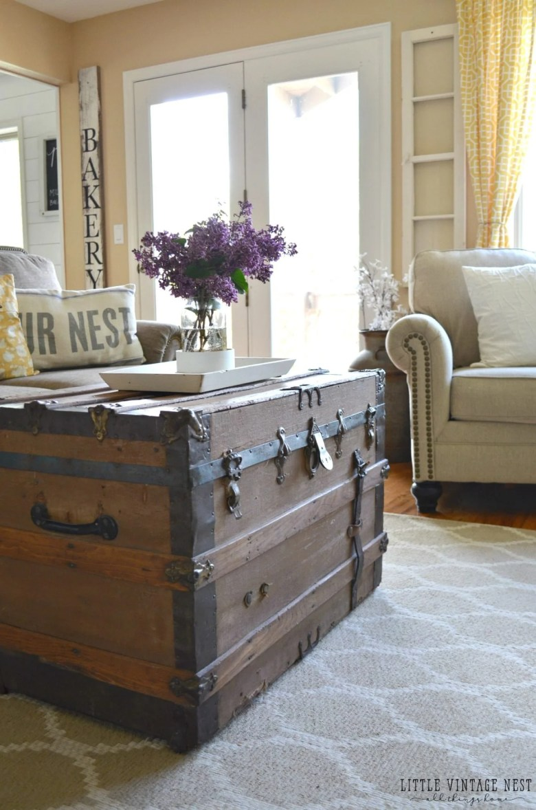 Farmhouse Living Room Summer Refresh and Old Trunk