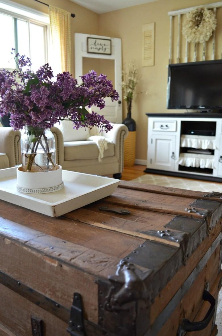 Farmhouse Living Room Summer Refresh Old Trunk