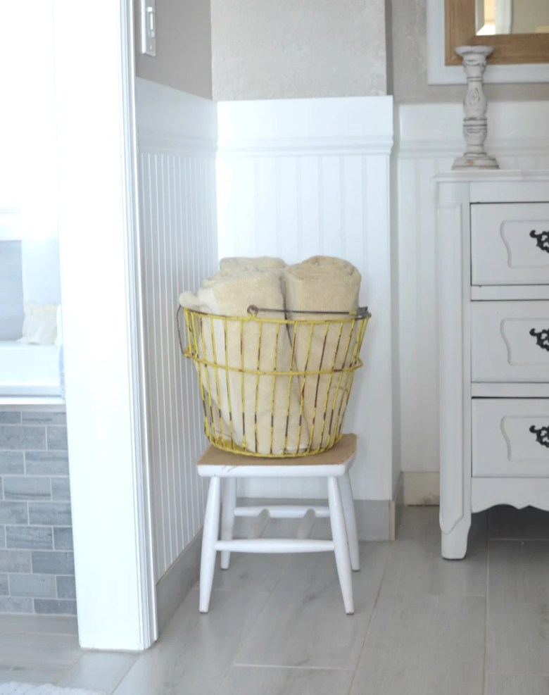 How to Get Organized with Vintage Decor. Creative ideas to organize your home and everyday items with vintage decor.