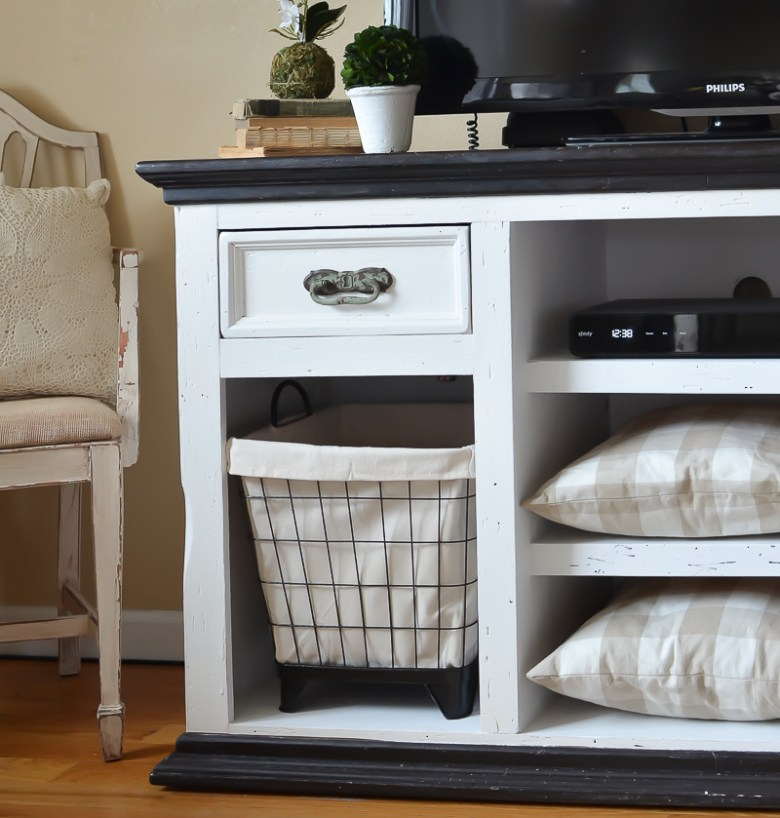 Easy Farmhouse Style TV Stand Makeover