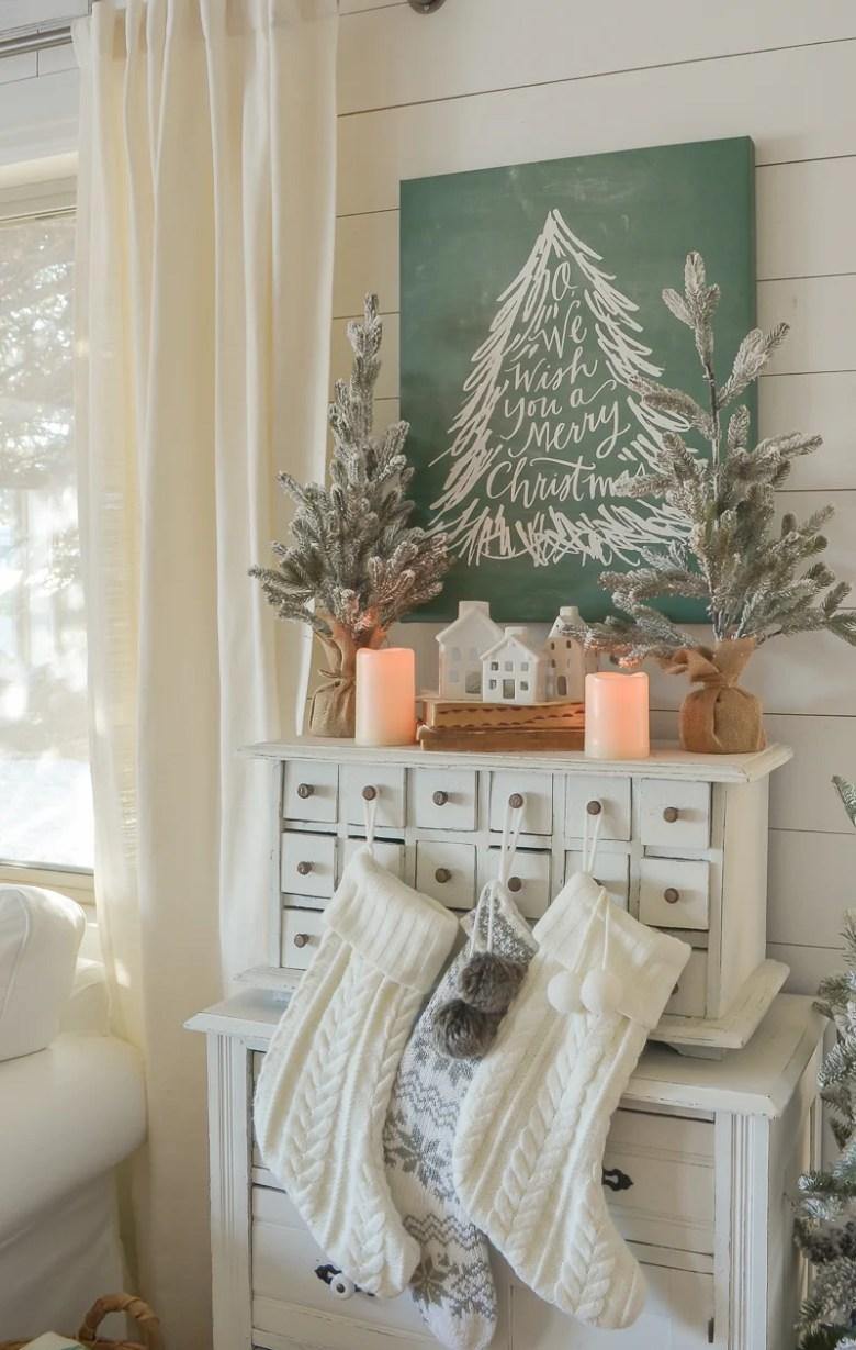 Cozy Family Room for Christmas. Cozy and simple Christmas decor ideas!