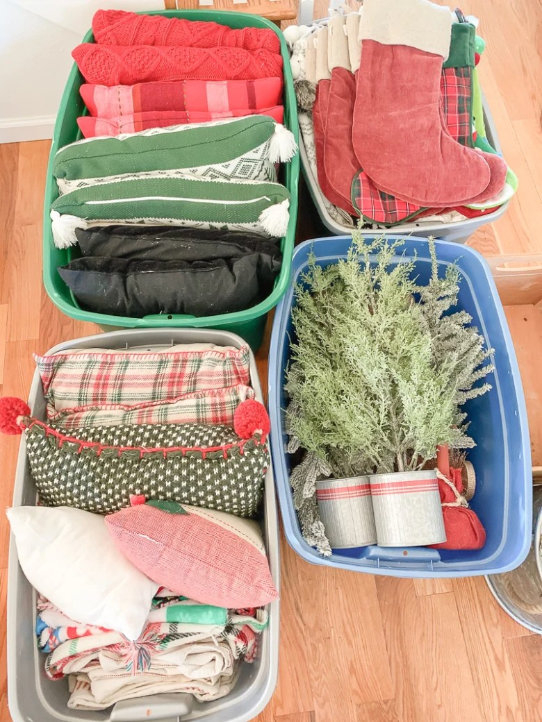 My Easy Christmas Decor Storage Process. Simple tips to organize and store Christmas decor!