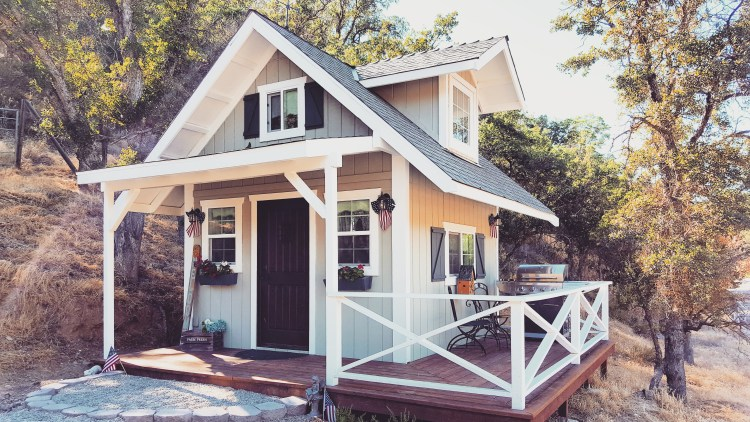 tiny-house-glamping-patio