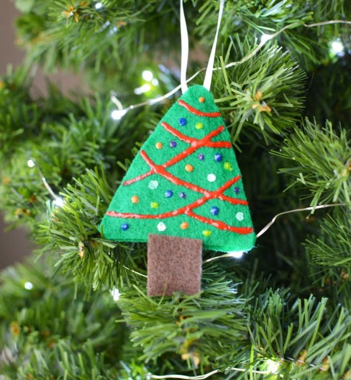 simple felt ornaments that make the tree smell great