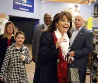 Sarah and Piper arrive at Cincinnati book signing