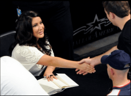 Bristol shaking man's hand as she signs his book at MOA book signing