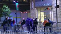 People waiting in predawn for Palin book signing