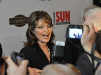 Sarah at Fundraising Event in Canada April 15 2010