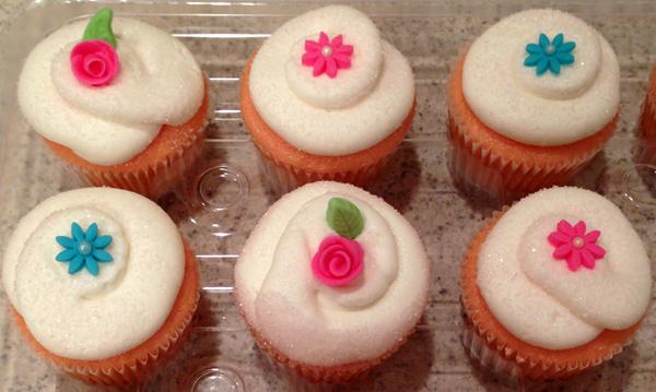 Recipe Roundup: Fondant Flower Cupcakes