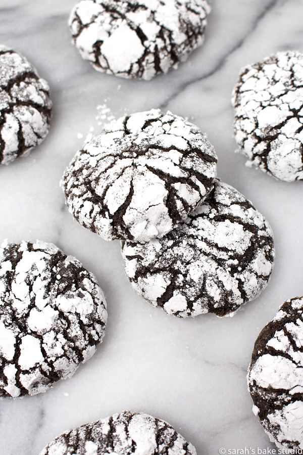 Dark Chocolate Crinkle Cookies #Choctoberfest – a cake mix crinkle cookie that is easy to make, has only 6-ingredients and is dark chocolatey delicious.