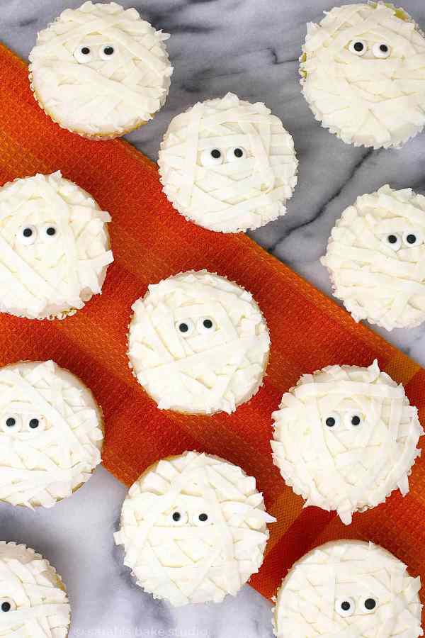 Halloween Mummy Cupcakes - an easy, fun, and spooky way to dress up your Halloween cupcakes.