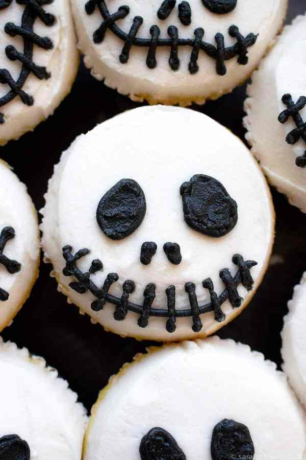 Jack Skeleton Cupcakes - get your scare on with these easy, fun, and spooky Halloween cupcakes.