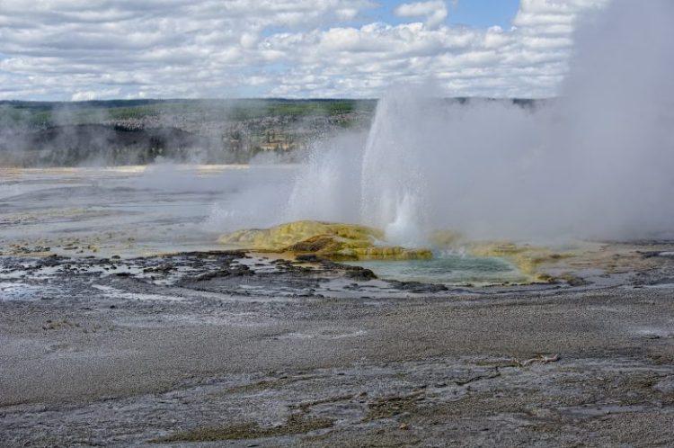 Yellowstone_NP_lower_geyser_basin_STE_Jim_Keenan