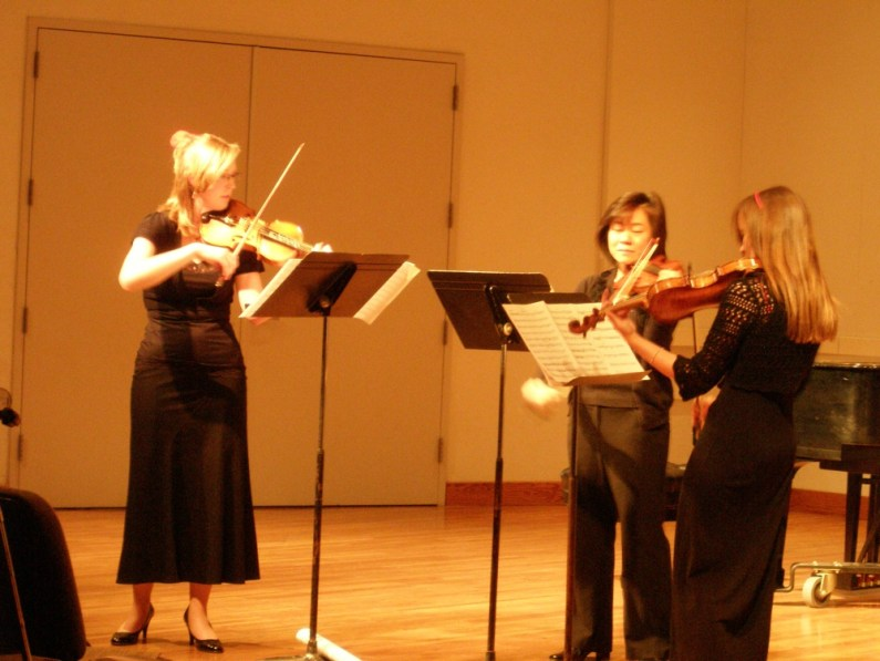"Rosé Trio (Sarah Wallin Huff, Irene Shiao, Danielle Cummins), debuts ""Counterpoint Invariable"""