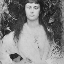 Alice_Liddell_in_1872_(photogravure_by_Julia_Margaret_Cameron)