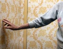 PFH35_SULTAN_Mom_Touching_Wallpaper_ND-1000x778