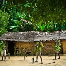 on-the-road-from-bikoro-to-bokonda-by-patrick-willocq-5 (1) - Copia