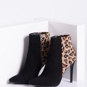 Стилни дамски боти в черен цвят-240706