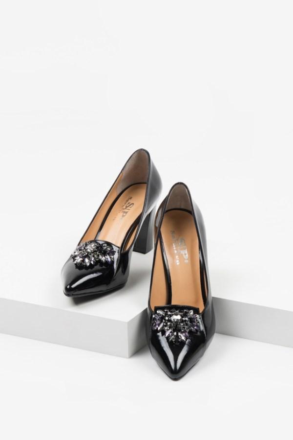 Лачени дамски обувки в черен цвят-230107