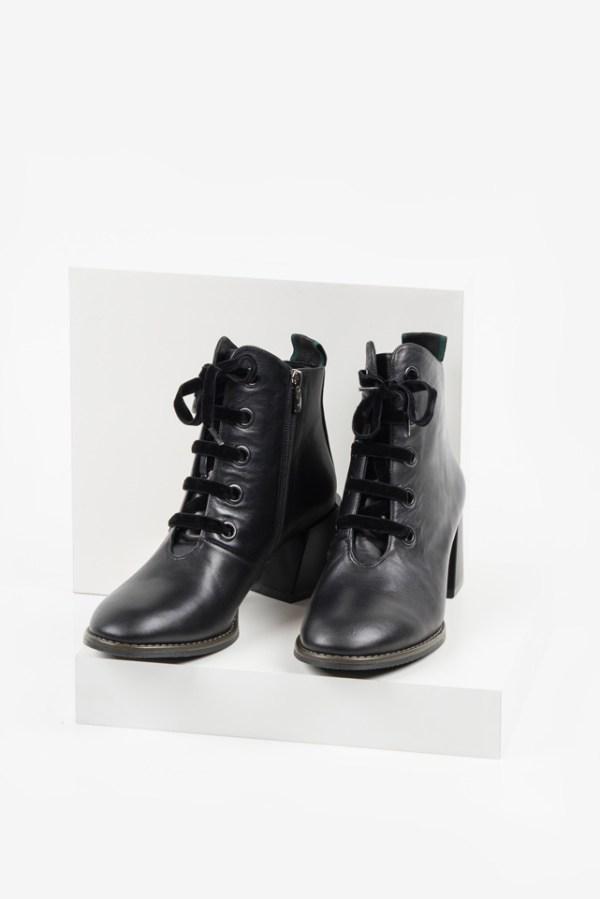Кожени дамски боти в черен цвят-482700