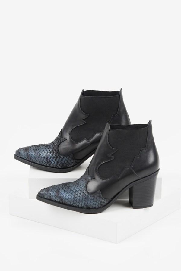 Стилни каубойски боти в черен цвят-038518
