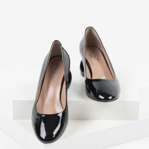 Лачени дамски обувки в черен цвят-160521