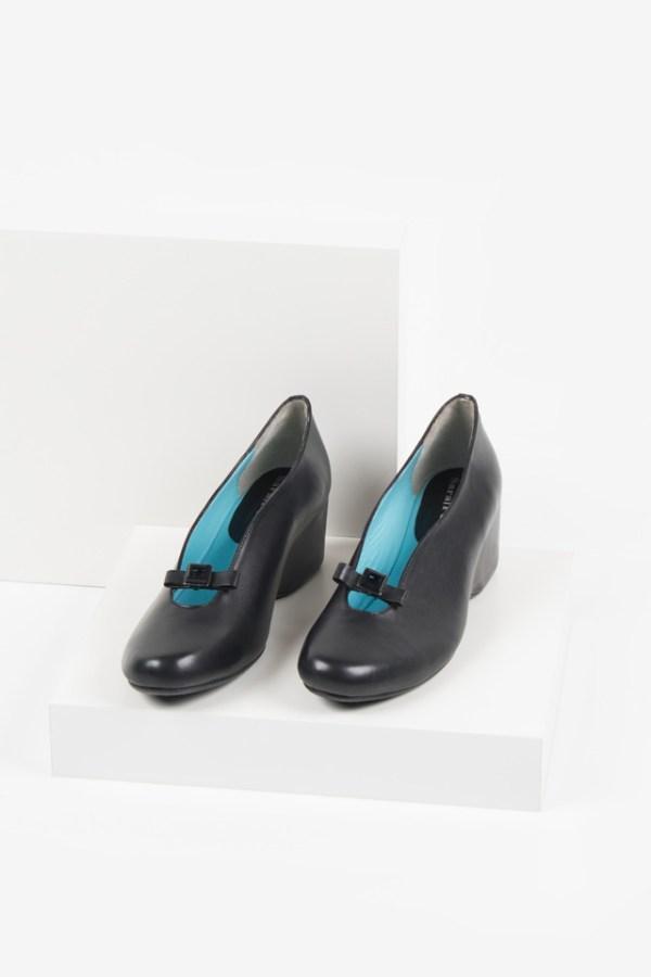 Кожени дамски обувки в черен цвят-2320-190