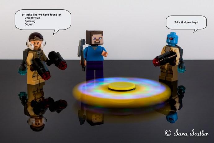 Lego fidget spinner card.