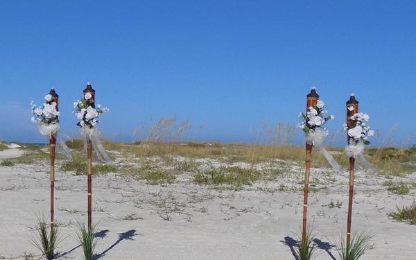 siesta-key-beach-weddings-4-white-tiki-decorations