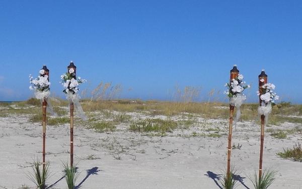 weddings-on-the-beach-sarasota-florida-tiki-package-in-white