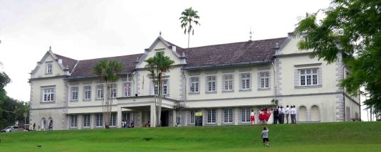 Stilll open to the public and so far unchanged: the old wing of the Sarawak Museum. Conservation architects are working on the project to rehabilitate it as part of the new museum campus programme.