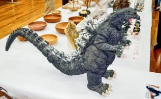 A huuuge remote-control powered Godzilla!