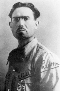 Emilio Lussu il 17 aprile del 1921 fonda il Partito Sardo d'Azione, col simbolo dei Quattro Mori e con l'idea comune dei reduci sardi della Grande Guerra di ottenere l'autonomia dell'Isola.