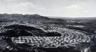 Nel periodo del Fascismo nell'Isola vennero fondate alcune città come quella mineraria di Carbonia (nella foto) e quelle agricole di Arborea (al tempo chiamata Mussolinia) e di Fertilia, popolate anche da oltre Tirreno, in particolar modo da veneti, friulani, dalmati e istriani.